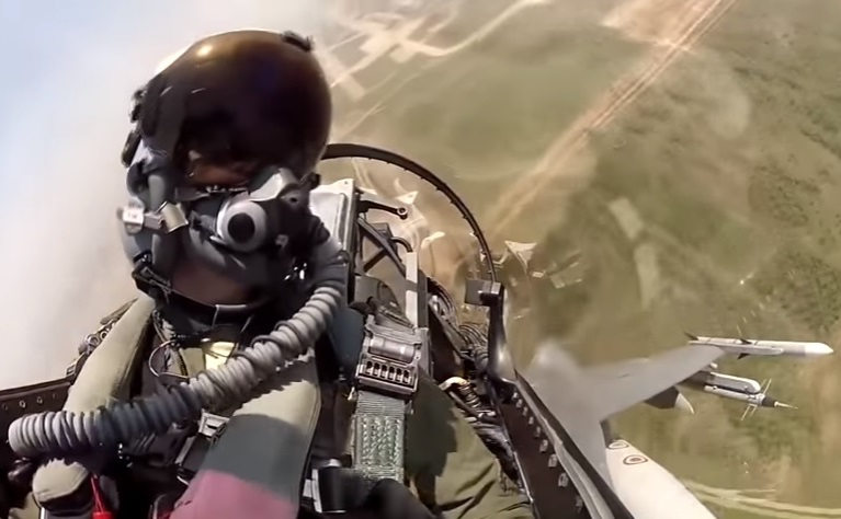 Cockpit-View-piloted-F16